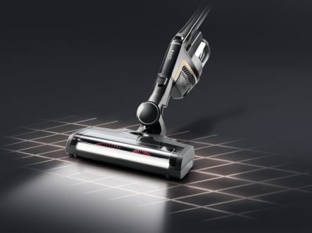 Miele Triflex HX1 Cat & Dog - vacuuming with bottom unit