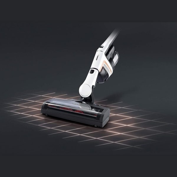 Miele Triflex HX1 - Lotus White - vacuuming with bottom unit