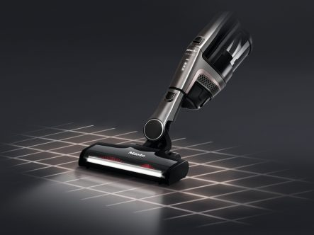 Miele Triflex HX1 Pro - vacuuming with bottom unit